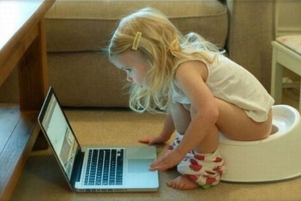 на горшке и в ноутбуке