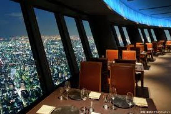ресторан в Токио ночью