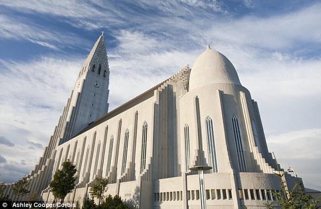Самые необычные церкви мира (14 фото)